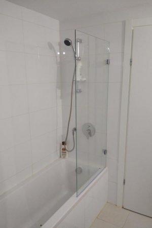 אמבטיון זכוכית קבועה זווית קיר זכוכית 8 מ